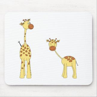 Adulte et girafe de bébé. Bande dessinée Tapis De Souris