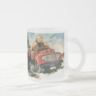 Affaires vintages, bûcherons avec le camion de mug en verre givré