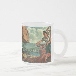 Affaires vintages, travailleur de dock et bateau mug en verre givré