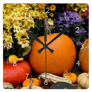 Affichage décoratif de citrouille de chute colorée horloge carrée