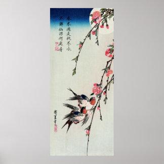 Affiche de lune, d'hirondelles et de fleurs de pêc posters
