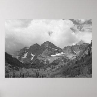Affiche marron noire et blanche de photo de Bells