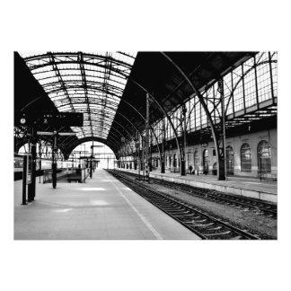 Affiche noire et blanche de photo de station de tr