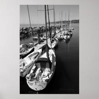 Affiche noire et blanche de voiliers