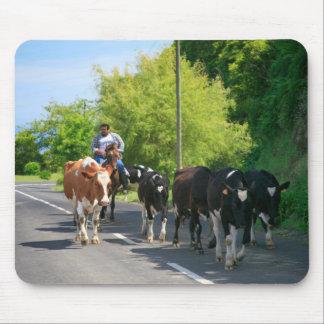 Agriculteur et vaches tapis de souris