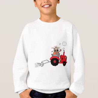 Agriculteur heureux à l'aide d'un tracteur sweatshirt