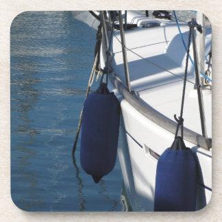 Aile gauche de bateau à voile avec deux sous-bocks