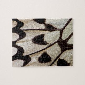 Aile noire et blanche de papillon puzzle