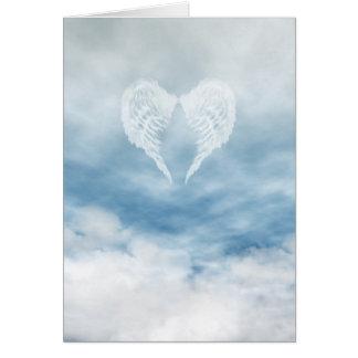 Ailes d'ange en ciel bleu nuageux carte de vœux