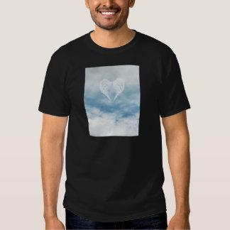 Ailes d'ange en ciel bleu nuageux t-shirt