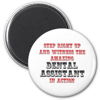 Aimant Assistant dentaire extraordinaire dans l'action