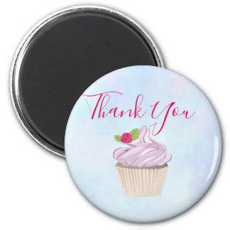 Aimant Baie rose délicieuse de petit gâteau sur le Merci