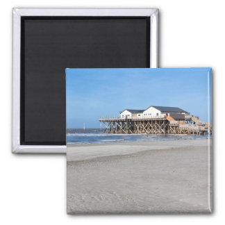 Aimant Chambre sur des échasses à la plage de St Peter