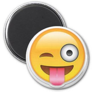 Aimant Clin d'oeil souriant effronté d'emoji