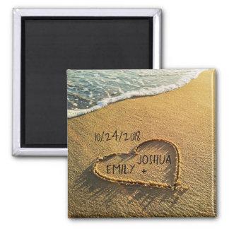 Aimant Coeur dans la plage tropicale de sable