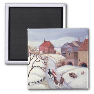 Aimant Conduisant des vaches à la maison dans la neige