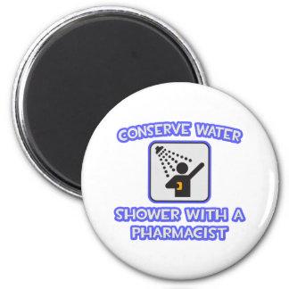 Aimant Conservez l'eau. Douche avec un pharmacien