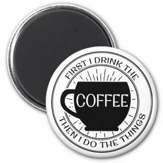 Aimant D'abord je bois du café alors que je fais l'aimant