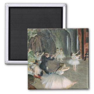 Aimant Edgar Degas | la répétition du ballet sur l'étape