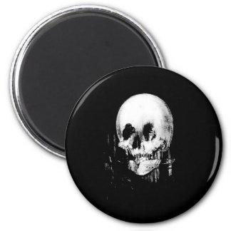 Aimant Femme avec la réflexion de crâne de Halloween dans