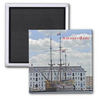 Aimant Frégate navale, amarrée au pilier à Amsterdam
