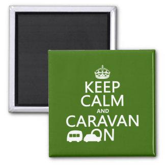 Aimant Gardez le calme et la caravane sur (les couleurs