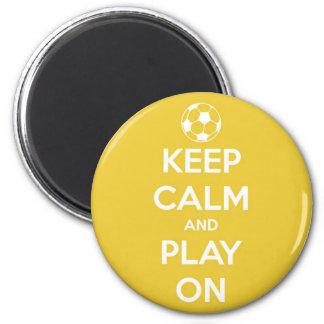 Aimant Gardez le calme et le jeu sur l'aimant rond jaune