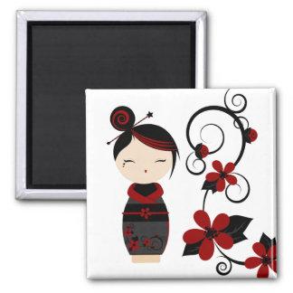 Aimant gothique de Kokeshi et de fleurs
