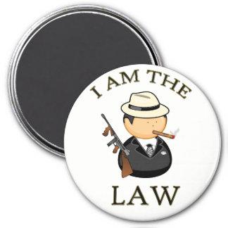 Aimant Je suis le bandit de loi avec une vieille arme à
