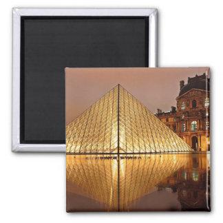 Aimant La galerie de Louvre, Paris la nuit