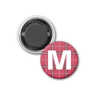 Aimant La lettre initiale de monogramme rouge de plaid