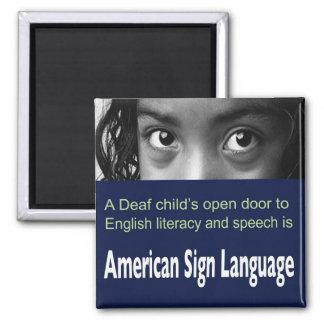 Aimant L'ASL aide l'enfant sourd à apprendre