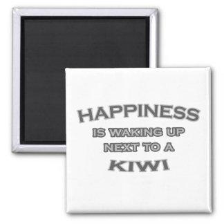 Aimant Le bonheur se réveille à côté d'un kiwi