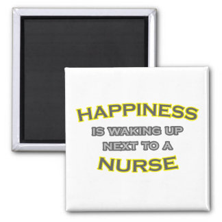 Aimant Le bonheur se réveille à côté d'une infirmière