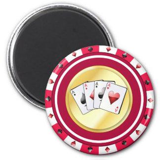 Aimant Le jeton de poker rouge avec le quadruple Aces