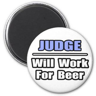 Aimant Le juge… travaillera pour la bière
