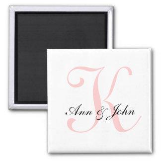 Aimant Le monogramme épousant le marié initial de jeune