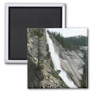 Aimant Le Nevada tombe au parc national de Yosemite