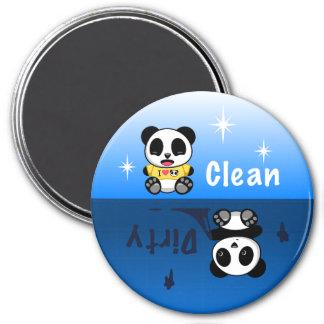 Aimant Les petits pandas mignons nettoient sale