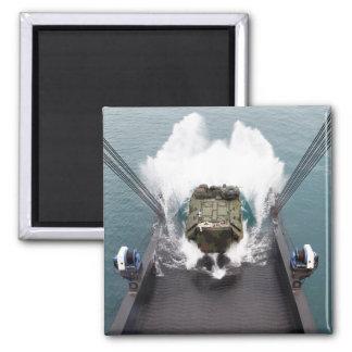 Aimant Les véhicules d'assaut amphibie débarquent d'USNS