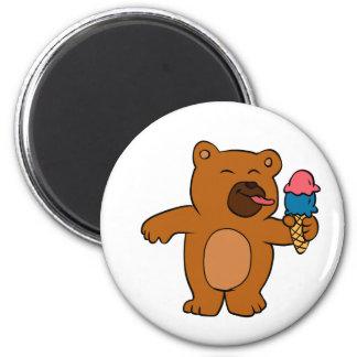 Aimant L'ours de bande dessinée mange la crème glacée