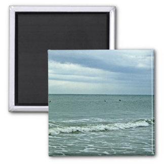 Aimant Marées de la Caroline roulant le long du sable