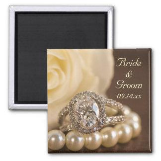 Aimant Mariage de bague à diamant ovale et de rose blanc
