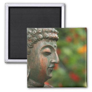Aimant méditant de Bouddha