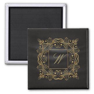 Aimant Monogramme ornemental de cadre sur la soie noire