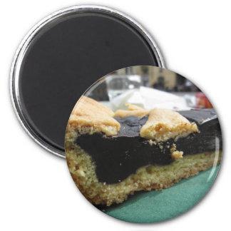 Aimant Morceau de gâteau de chocolat sur la serviette de