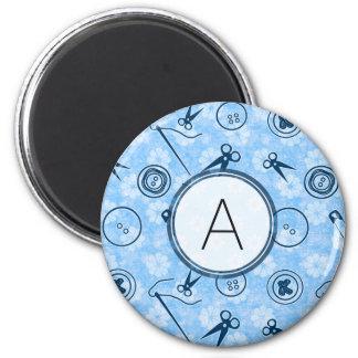 Aimant Motif de couture bleu avec le monogramme