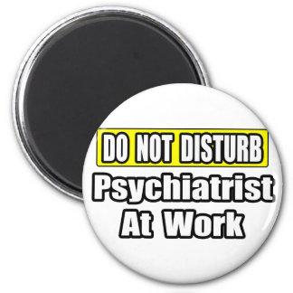 Aimant Ne dérangez pas… le psychiatre au travail