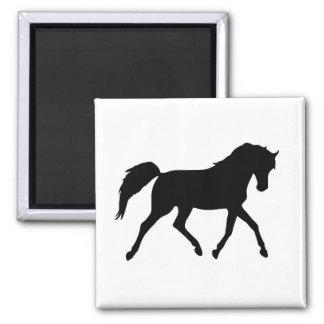 Aimant noir de silhouette de trot de cheval, idée