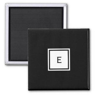 Aimant noir et blanc décoré d'un monogramme fait